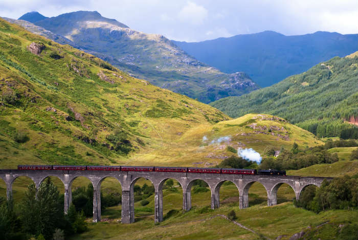 around-the-world-in-80-pictures-glenfinnan-viaduct-scotland
