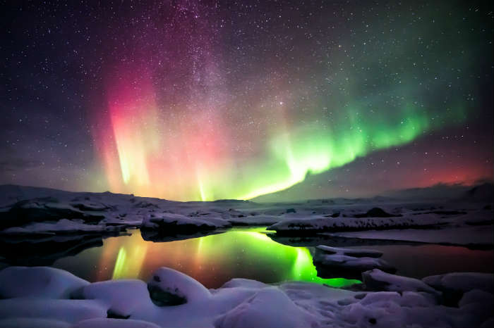around-the-world-in-80-pictures-northern-lights-iceland