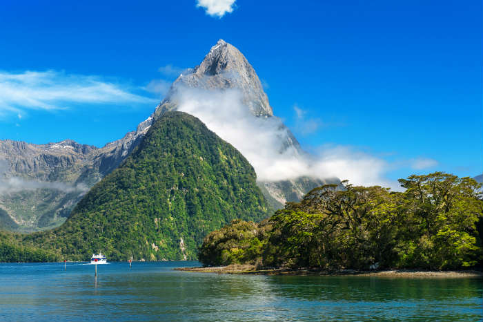 around-the-world-in-80-pictures-milford-sound-new-zealand