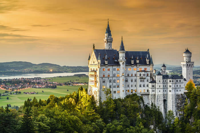 around-the-world-in-80-pictures-neucshwanstein-castle-germany
