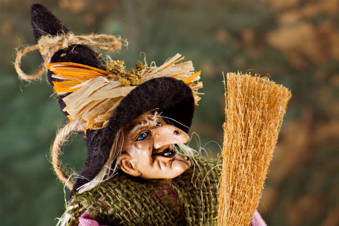 christmas traditions-La Befana, Italy