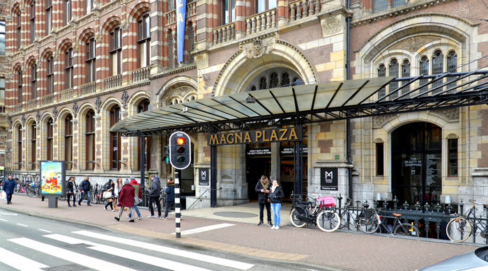Magna Plaza Amsterdam style=