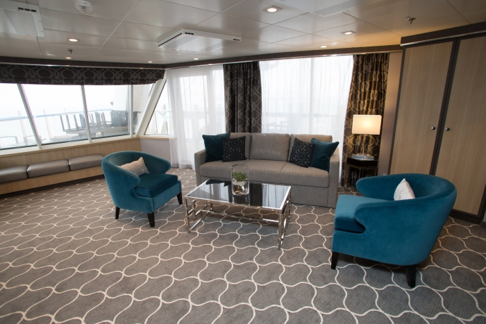 Harmony of the Seas aqua theatre suite
