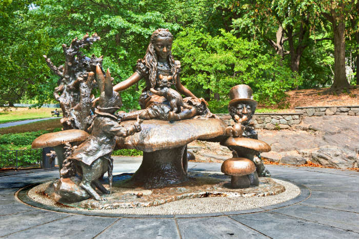 Alice in Wonderland statue in Central Park, New York